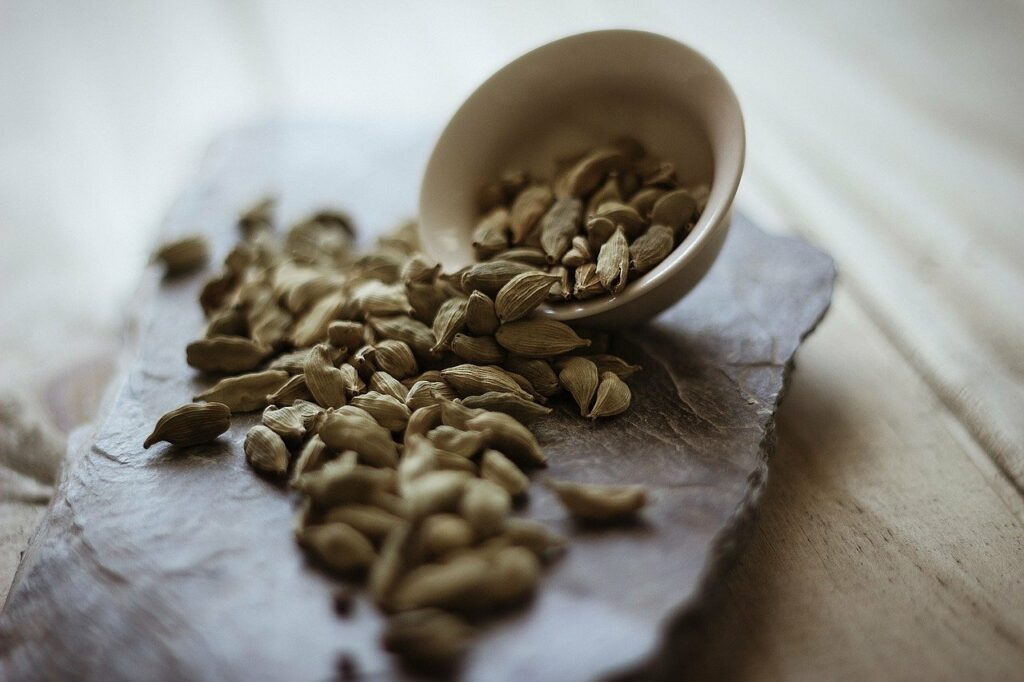 Best-herbs-and-spices-for-your-health-cardamom
